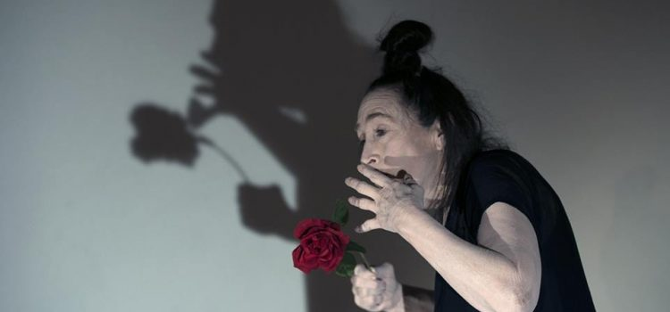 Embodying the Spirit, seminario di Danza Butoh con Joan Laage