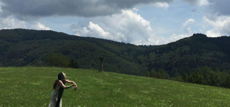 """""""Il respiro della Foresta"""" seminario in natura di Danza e Voce"""
